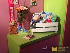 Dřevěná bedýnka v bílé barvě na hračky do dětského pokoje #drevenabedynka #bedynkazedreva #bilabedynka  #bedynkanahracky #dekoraceinterieru #uloznyprostor #inspirace Toy Chest, Storage Chest, Toys, Furniture, Home Decor, Activity Toys, Decoration Home, Room Decor, Clearance Toys