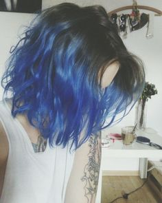 Blue hair , short hair blue ombre - Hair World Colored Bobs, Coloured Hair, Colored Short Hair, Pretty Hairstyles, Bob Hairstyles, Short Haircuts, Short Blue Hair, Short Ombre, Short Dyed Hair