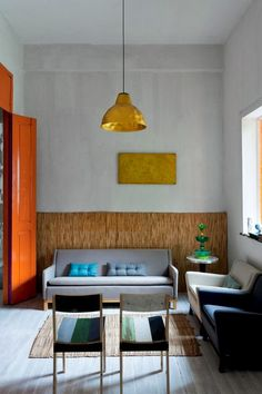 Keltainen talo rannalla: Värikäs koti
