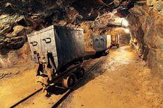 900 Pekerja Tambang Terjebak Dibawah Tanah : Sebanyak 900 pekerja tambang terjebak di bawah tanah di Tambang Beatrix di Negara Bagian Northern Free.