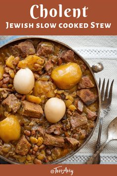 A savory slow-cooked stew for Shabbat with meat, potatoes and beans. Also known as Chamin, Dafina, and Skhina. Slow Cooker Recipes, Beef Recipes, Cooking Recipes, Slow Cooking, Soup Recipes, Recipies, Shabbat Dinner, Jewish Shabbat, Jewish Food