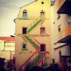 Streetart auf Brandwand in Dresden Neustadt, neben dem Downtown