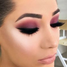 Eyes: Huda Beauty rose gold eyeshadow palette #makeup #beauty #hudabeauty #ad #goldeyemakeup