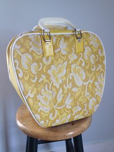 Super fab MOD Ladies Bowling Ball Bag. Great bag to use for overnight or carry-on as well as for your bowling bag. ❤ A vintage 1960s / 70s