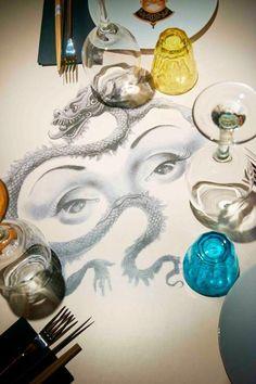Logos de mesa. Miss Kō restaurante por Philippe Starck. Señala encima de la imagen para verla más grande.