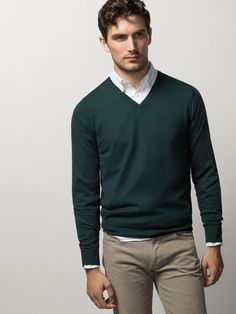 Nice style by Massimo Dutti Formal Men Outfit, Outfits Casual, Mode Outfits, Suit Fashion, Sweater Fashion, Men Sweater, Mens Fashion, Sweater Outfits, Fashion Business