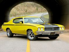 1970 Buick GSX The 1970 GSX was built atop the potent Buick GS 455 big-block… Best Muscle Cars, American Muscle Cars, Buick Muscle Car, Buick Gsx, Buick Cars, Buick Skylark, Buick Riviera, Yellow Car, Us Cars