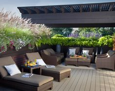 terrassengestaltung sonnenliegen lounge möbel rattan überdachung sichtschutz