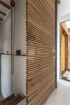 Image 10 of 21 from gallery of Mike Studio / Daniel Moreno Flores + Margarida Marques. Photograph by Federico Kulekdjian Modern Tv Wall Units, Zen Room, Slat Wall, Wall Cladding, Cozy Room, Diy Wood Projects, House Design, Villa, Wood Walls