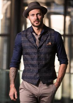 Stylish Mens Fashion, Mens Fashion Suits, Stylish Menswear, Vest Outfits, Casual Outfits, Men Casual, British Style Men, High Collar Shirts, Pork Pie Hat