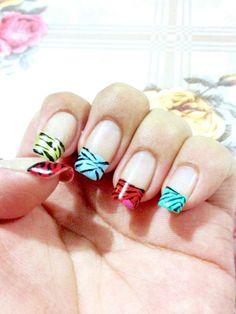 Uñas de colores  con diseño de zebra