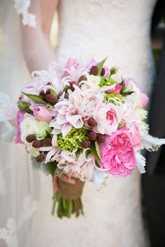 Summery shades of pink | Photography: Jessamyn Harris - jessamynharrisweddings.com