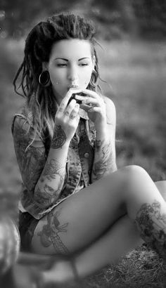I have a thing for dreads, but would probably be too afraid to do it once my hair got longer. Nonetheless, they're awesome! Love her dreads! Tattoo Girls, Girl Tattoos, Woman Tattoos, Ta Moko Tattoo, Dimple Piercing, Cheek Piercings, Dreads Girl, Red Dreads, White Dreads