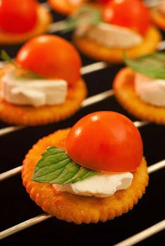 10 Uncommon Ways to Eat Tomatoes ~ e.g. Tomatoes & Cream Cheese on Crackers #appetizers