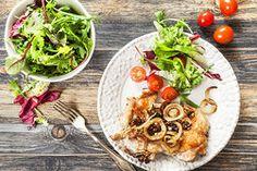 Ilustrační foto ke článku Rychlé maso k večeři? Kotlety s křupavou posypkou z cibule, ořechů a slaniny!