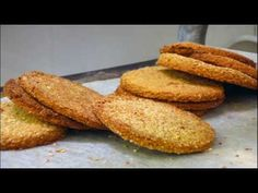 Oat Cakes have long been a favorite cracker in the North of England and Scotland. They are delicious served buttered with cheese and Branston… Brunch Recipes, Bread Recipes, Dessert Recipes, Desserts, Yummy Recipes, Scottish Oatcake Recipes, Pan Dukan, Dukan Diet, Scottish Oat Cakes