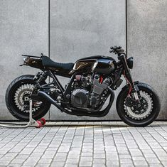 Vintage Motorcycles Probably the world's best custom Yamaha This brutal new build from deBolex Engineering is crammed with high-performance upgrades. Vintage Motorcycles, Custom Motorcycles, Custom Bikes, Motorcycle Storage Shed, Bike Shed, Yamaha Cafe Racer, Cafe Racer Build, Cafe Racers, Yamaha Xjr 1300