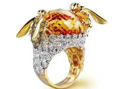 ring by Farah Khan sports a gorgeous yellow topaz, with two beeshaped gold embellishments, encrusted with yellow-coloured diamonds perched at the edges...