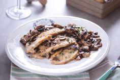 Le scaloppine al vin santo con zucca e funghi misti sono un piatto delicato e avvolgente, con verdure e una nota aromatica data dal vin santo.