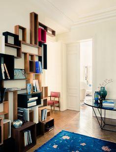 Francuski projektant wnętrz i zapalony podróżnik Jerome Galland od lat portretuje odwiedzane przez siebie wnętrza: od hotelowych pokoi po mieszkania przyjaciół. Jego zdjęcia ukazują pomieszczenia niesztampowe i bardzo oryginalne. Każde  z nich jest inne, każde przyciąga uwagę.