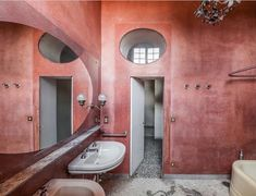 Get some colour in your life. Lovely Tadelakt in Villa San Valerio created by Luigi Caccia Dominioni , Italy