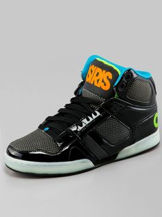Osiris NYC 83 Black Melton Heat this is the pair i have. The black panels change color with heat. So spiff (of course havd mine straight laced with the cyan laces they ckme with XD