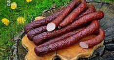 WĘDZONA KIEŁBASA DOMOWA   Jest pyszna, aromatyczna, niezrównana!   To my decydujemy o jej składzie, doprawieniu i stopniu uwędzenia. Z ... Homemade Sausage Recipes, Meat Recipes, Kielbasa Sausage, How To Make Sausage, Sausage Making, Serbian Recipes, Polish Recipes, Smoking Meat, Charcuterie