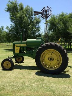 John Deere two cylinder model 720 LP row crop with adjustable wide front end. Old Tractors, John Deere Tractors, John Deere Equipment, Classic Tractor, Mean Green, Engine Rebuild, Down On The Farm, Vintage Farm, Farming