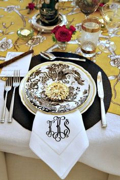 Love the gold/black/white top cloth mixed with the toile plate and monogrammed napkin.  Lovely.