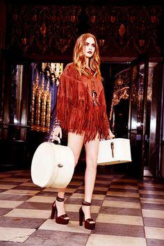 Cara Delevingne stars in the latest campaign for Brazilian fashion brand, BO.BÔ, captured by Ellen Von Unwerth. 70s Fashion, Sport Fashion, Look Fashion, Fashion Brand, Fashion Models, Ellen Von Unwerth, Glam Rock, 60s Rock, Cara Delevingne Style