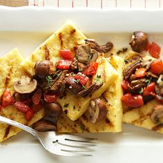 Grilled polenta is topped with a garlicky, wine-infused blend of mushrooms and roma tomatoes. More grilled appetizers: tips cooking guide High Protein Vegetarian Recipes, Vegan Recipes, Cooking Recipes, Polenta Recipes, Grilled Recipes, Vegetarian Grilling, Vegetarian Dish, Healthy Grilling, Fast Recipes