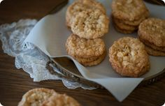 Crisp Salted Oatmeal White Chocolate Cookies from Some Kitchen Stories // food meets fiction