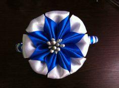 Интересный двухцветный цветок, очень легкий в исполнении, станет прекрасным украшением для ободка, резинки или заколочки. Диаметр цветка 7,5 см. Для его созд...