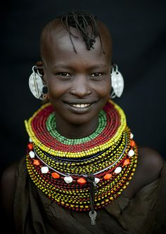 www.cewax.fr aime ce collier tresse style ethnique tendance tribale perle de rocaille Girl from Kenya's Turkana tribe. Photo by Eric Lafforgue