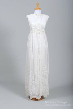 1970 I. Magnin Pearl Lace Vintage Wedding Gown - Click Image to Close