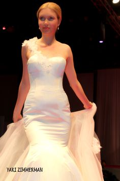 collection Bridal Show, Bridal Style, Made In Heaven, Bridal Fashion, One Shoulder Wedding Dress, Fashion Show, Wedding Ideas, Wedding Dresses, Collection