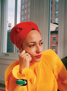 Read this exciting story from Elle India June Renowned novelist Zadie Smith weighs in on the great age debate and why we need to celebrate the inevitable. Zadie Smith, Hair Wrap Scarf, Sweatpants Outfit, Great Women, Look Younger, Pure Beauty, Girl Gang, Celebs, Celebrities