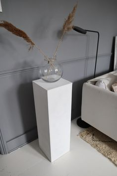 The Easy Way to DIY a Display Pedestal How to Create a MDF Display Pedestal Plinth - DIY Tutorial<br> Dear Home lovers, Do you want to bring an Art Gallery vibe to your home ? Why not have your very own pedestal to expose art, objects, or flower Circular Saw Table, Display Pedestal, Classic Living Room, Minimalist Christmas, Hidden Objects, Open Plan Kitchen, Diy Tutorial, Dyi, Living Room Decor