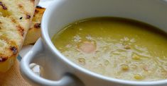 Ham and Split Pea Soup Recipe - A Great Soup 300 Calories, Ham Recipes, Cooking Recipes, Soup Recipes Uk, Gammon Recipes, Dinner Recipes, Copycat Recipes, Paleo Recipes, Side Dishes