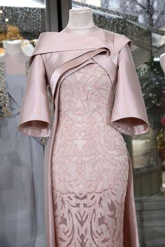 Rami Al Ali, Primavera/Estate Parigi, Haute Couture - elina High Street Fashion, Vogue Fashion, Look Fashion, Fashion Design, Moda Peru, Beautiful Dresses, Nice Dresses, Evening Dresses, Prom Dresses
