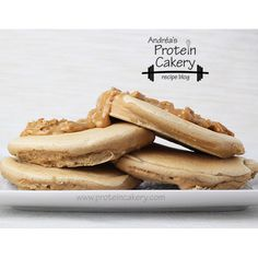 Peanut Butter Protein Pancakes! Andréa's Protein Cakery -- Prot: 51 g, Carbs: 10 g, Fat: 13 g, Cal: 364. #fitfam #bodybuilding #glutenfree #grainfree #highprotein #healthybreakfast #peanutbutter