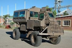 This thing was built on top of a Mercedes Unimog chassis. My dad sold all of the chassis from 1973 onward to the South African government from Mozambique, then Kenya and latter from Brazil. SA couldn't buy them from Germany due to various embargoes.