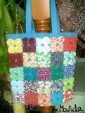 Cartera con yo-yos Fabric Bags, Fabric Scraps, Crochet Towel Holders, Quilt Patterns, Sewing Patterns, Yo Yo Quilt, Costura Diy, Crochet Bunny Pattern, Handmade Handbags
