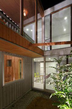 Blick auf:  - links die Garage (später Wohnzimmer) - gerade zu auf das Studio (später Esszimmer und Küche) - oben die Dachterasse und das jetzige Wohnzimmer