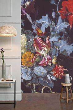 Bloemenprints zijn weer hip! Ze zijn op veel manieren leuk in je interieur te verwerken. Lees voor inspiratie het artikel op de Woonblog!