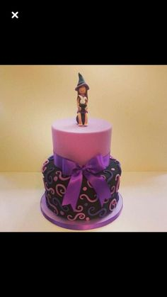 Purple witch cake www. Cake Topper Tutorial, Cake Toppers, Neon Cakes, Witch Cake, 8th Birthday Cake, Witch Party, The Worst Witch, Halloween Cookies, Creative Cakes