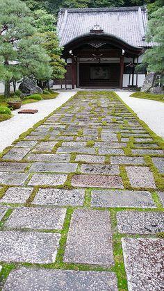 Grass/moss mortar between stone? cement pavers? nanzen-ji, kyoto