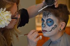 When your mom is a face painter and your uncle a photographer Carnival, Halloween Face Makeup, Mom, Painting, Knives, Painting Art, Paintings, Mothers, Carnival Holiday