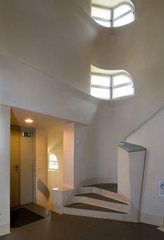 Einstein Tower CE) Potsdam, by Erich Mendelsohn Einstein, Erich Mendelsohn, Best Architects, Light And Space, Modern Architecture, Home And Garden, Art Deco, Stairs, House Design