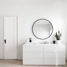 minimal bedroom design featuring our HUB MIRROR designed by Umbra co-founder, Paul Rowan. - Home Decor Ideas All White Room, White Rooms, Black Rooms, Living Room White, Minimal Bedroom, Aesthetic Room Decor, Minimalist Room, Minimalist Interior, Bedroom Ideas Minimalist